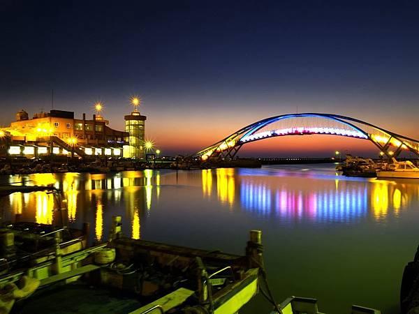 5.永安漁港每天傍晚五點後即點燈.jpg