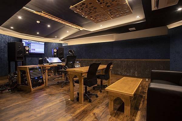 version studio.jpg