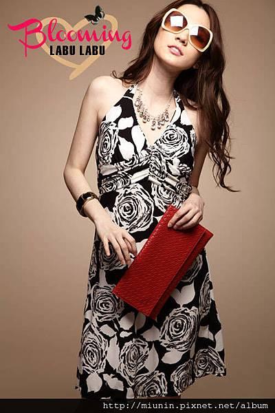 黑白玫瑰配色綁脖洋裙1.jpg