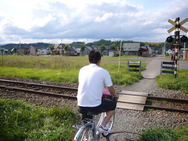 只有人和腳踏車能通過的無柵欄平交道.JPG