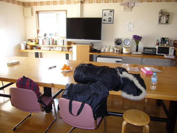 每天待最長時間的地方-民宿的客廳.JPG