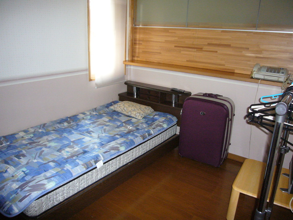 最後把房間整理乾淨借放我的大行李.JPG