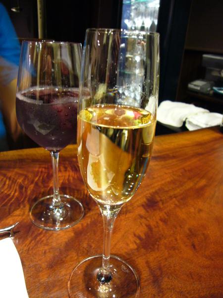 萄葡汁 WITH 香檳 (一直冒泡不錯喝).JPG