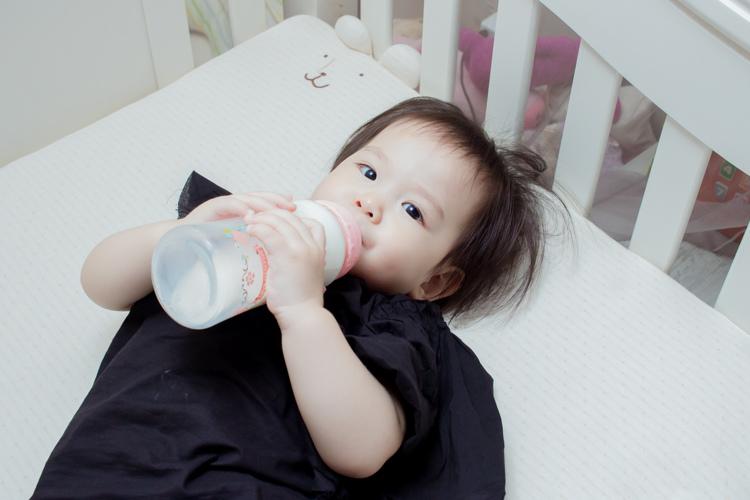 201907蘿蔓晶鑽玻璃奶瓶-14.jpg