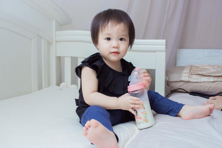 201907蘿蔓晶鑽玻璃奶瓶-19.jpg
