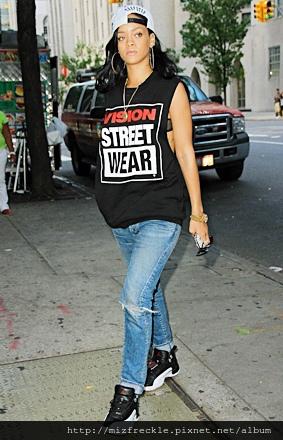 rihanna-sneakers-hat-street-style