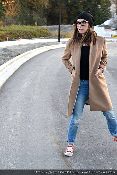 camel-coat-fall-fashion-must-have-black-beanie-red-converse-distressed-denim-celine-glasses-casual-weekend-outfit1
