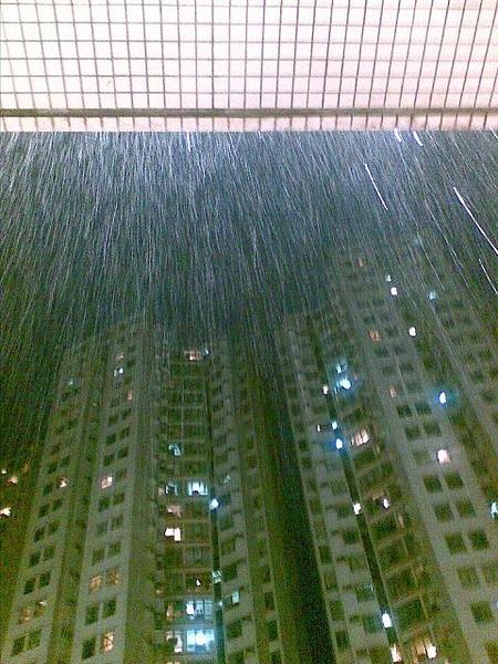 鐵11雨景
