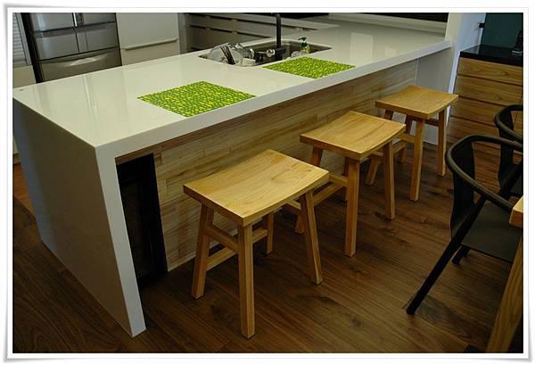 日本檜木吧檯高腳椅02-2