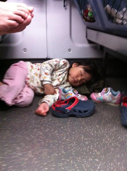 4y1m 睡地板