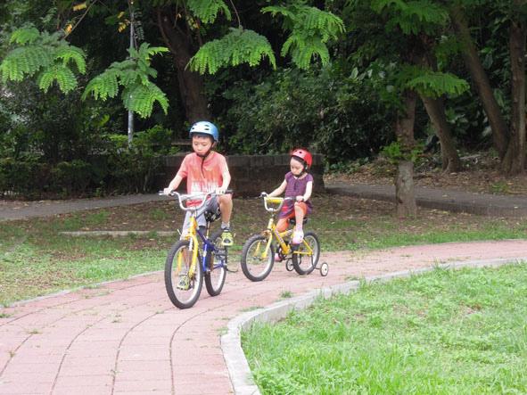 0609 騎腳踏車