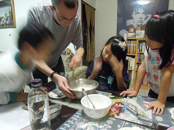 英文課做可麗餅.JPG
