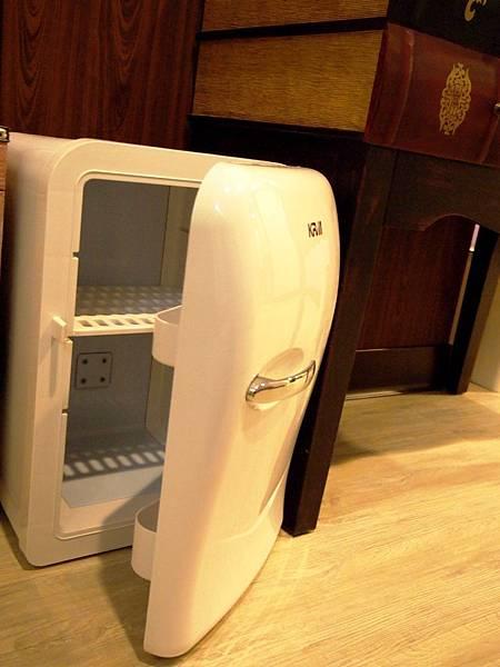 房內小冰箱