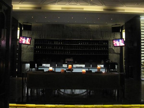 lounge很有夜店感 放的音樂也是