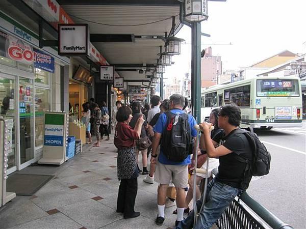 四訪茶寮都路里(本店) 還是這麼多人 幸好早上已經吃過了