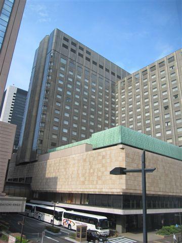 住的飯店對面就是赫赫有名的帝國飯店