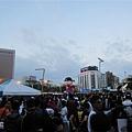 市府廣場也滿滿都是人
