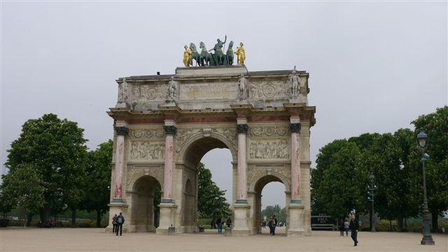 羅浮宮旁邊的小凱旋門