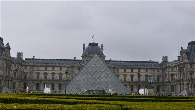 金字塔+羅浮宮