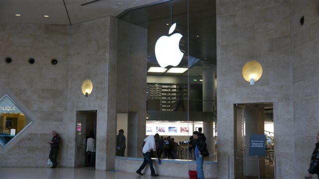 好大的一間Apple Store