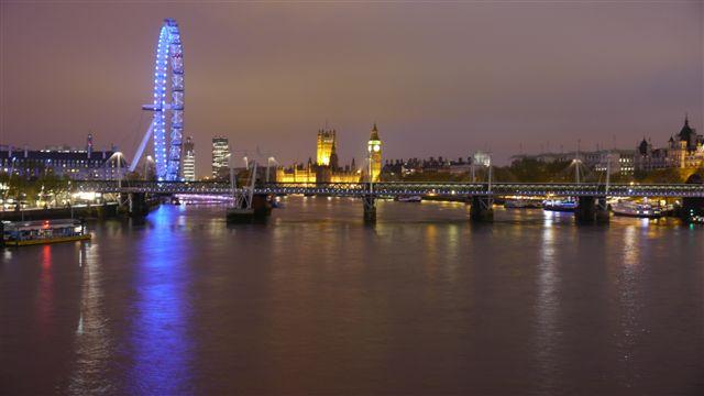 夜晚的倫敦眼+國會