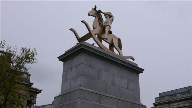 Trafalgar Square出現了可愛的雕像
