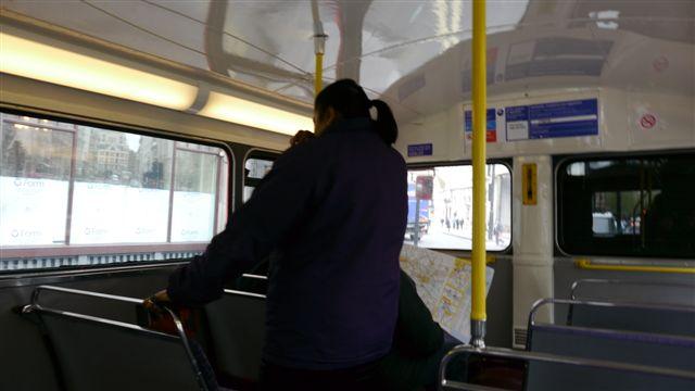 坐到老式公車還有車掌