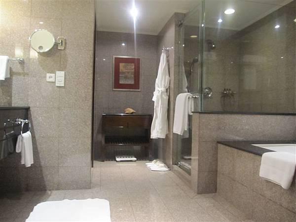 換到Junior Suite,浴室整個大很多