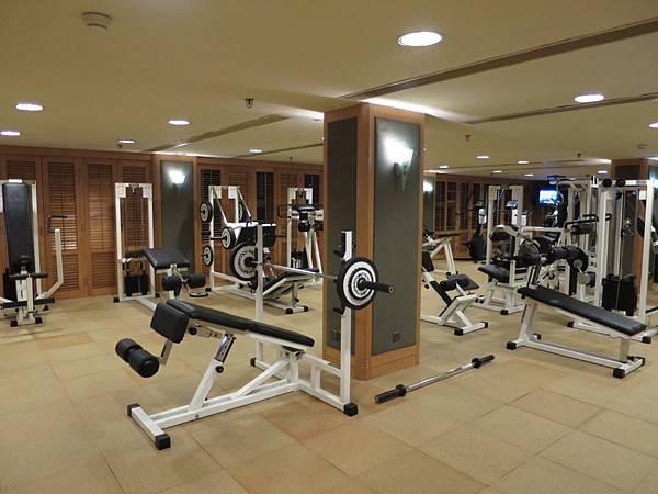 不明亮的健身房