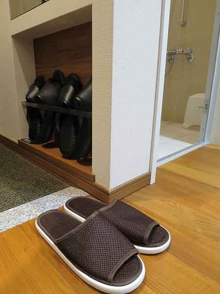 有房內拖鞋跟館內拖鞋兩種