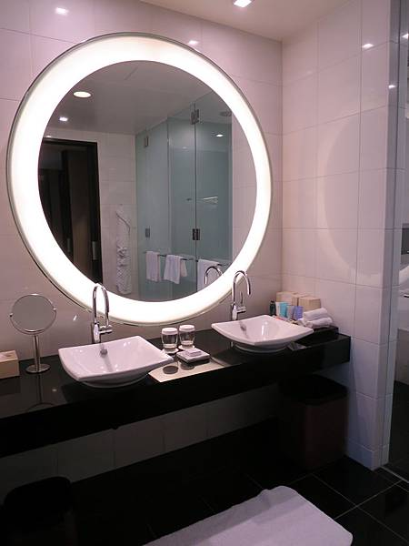 鏡子蠻有型的