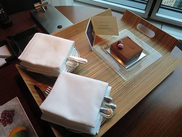 飯店送的蛋糕
