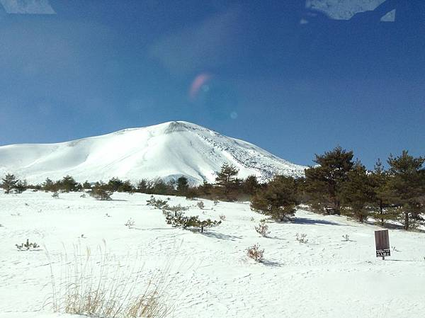 白雪靄靄的淺間山