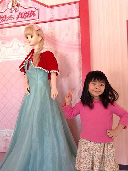 莉卡娃娃世界,刻意笑的波波