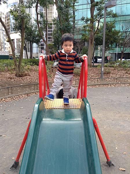 小小孩的溜滑梯