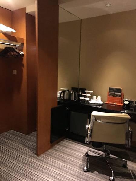 更衣室跟書桌