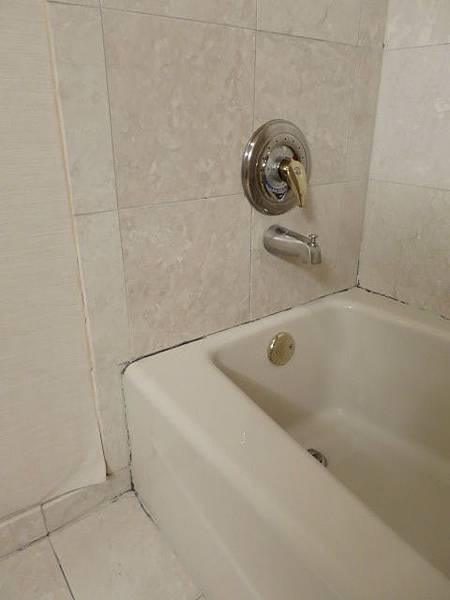 浴室有些...