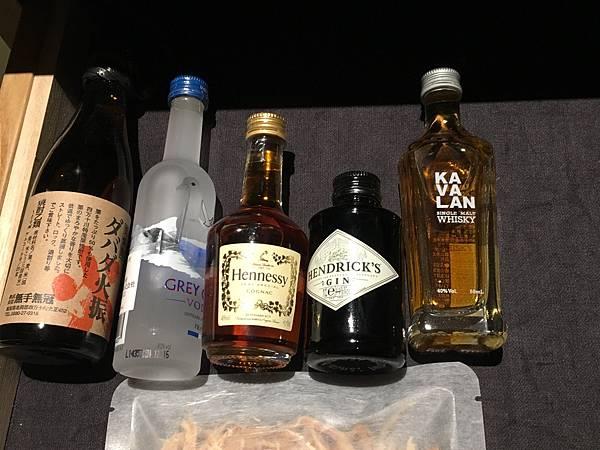 minibar 亮點是威士忌用噶瑪蘭,台灣之光