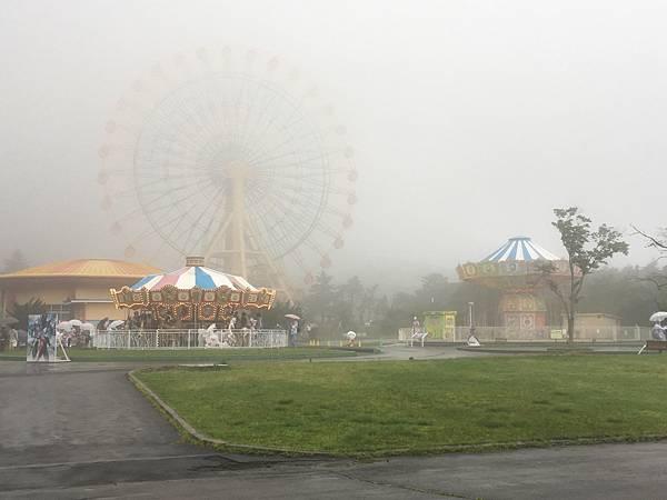 突然下起大雨起大霧