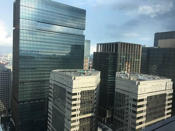 窗外是大手町、丸之內的高樓群