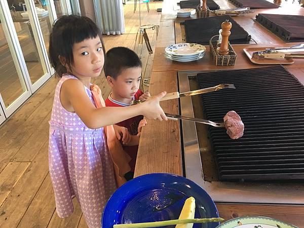中午到淡路島北端的Ocean Terrace吃飯,自己烤牛排