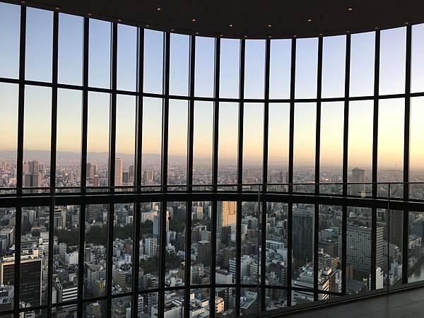 Conrad Osaka 大廳窗景