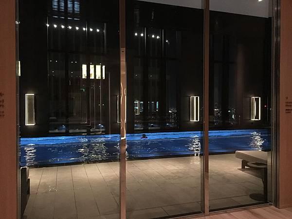 Conrad Osaka 游泳池