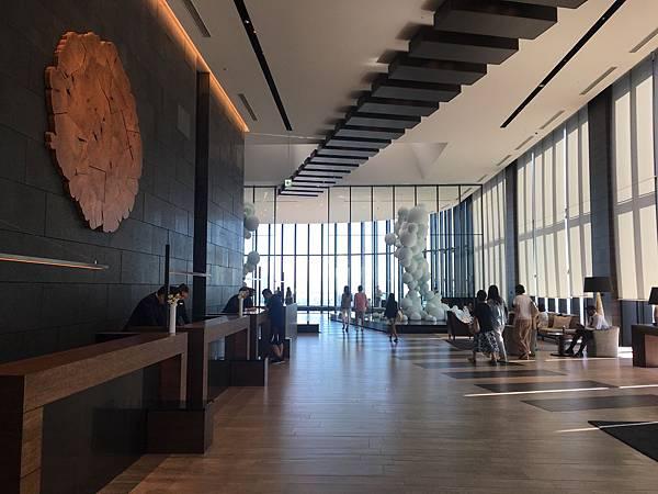 Conrad Osaka 大廳