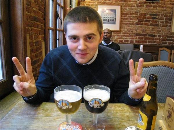 堅持要請我喝一杯比利時啤酒的Kevin