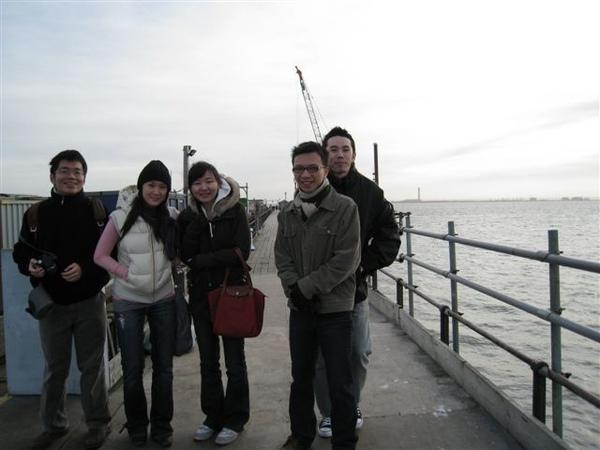 外國人幫我們拍的