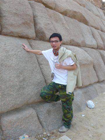 二號金字塔的石頭非常光滑