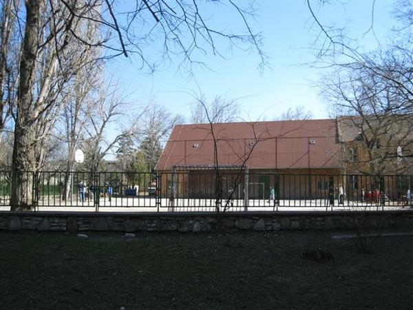 車站外的小學