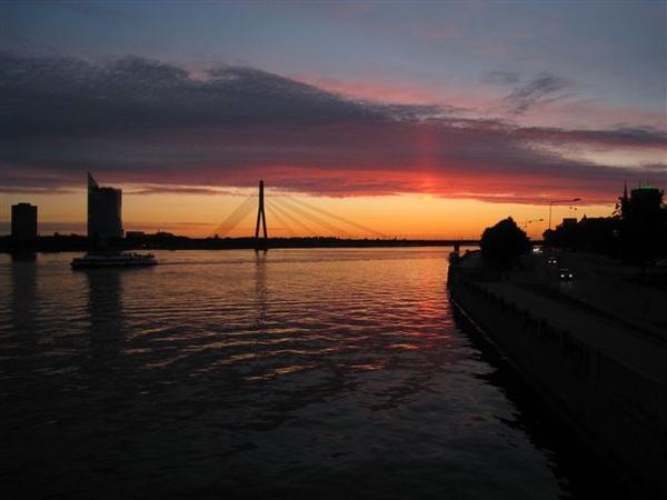 夕陽在Dougava河上