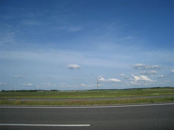 這個雲很可愛喔 注意看 右下角那片好像被切開了